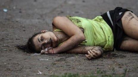Probabil că femeia aceasta a leșinat din cauza prestației spectaculoase a Armatei Roșii