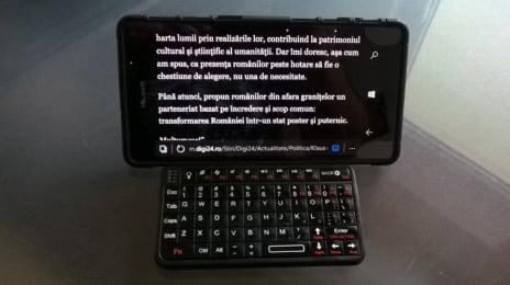 Microsoft Lumia 950XL cu tastatură Bluetooth Serioux și husă hybrid stand