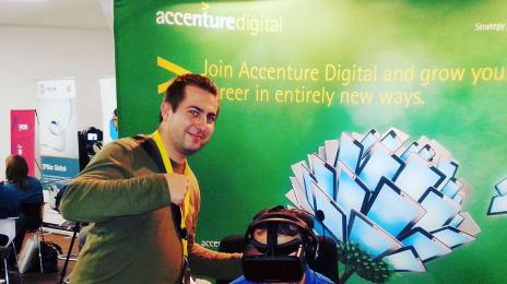 Colegul István Boros mai păzește în timp ce sunt profund cufundat în realitatea virtuală a unui #oculus #rift2, experiență oferită de #AccentureDigital