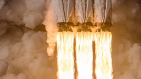 Artă, tată, artă, așa arată jetul de la Falcon Heavy