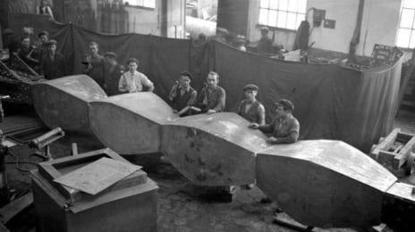 Coloana Infinitului, la Atelierele Centrale din Petroșani, circa 1938