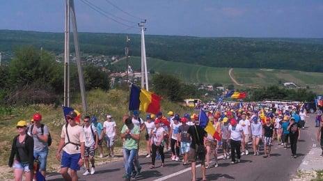 1000 de basarabeni s-au pornit pe jos de la Chișinău spre București