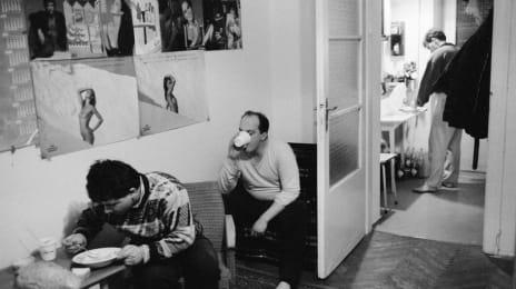 Refugiați romani în locuința - refugiu oferită de Ungaria, 18 Martie 1989, (C) John Vink