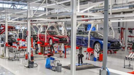 Autoturisme Tesla Model S pe linia de asamblare din Tilburg, Olanda