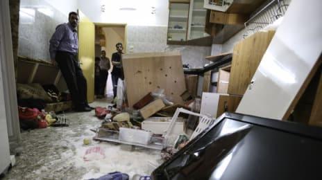 Armata israeliană a golit toate recipientele cu alimente din clădire, adică și de la vecinii suspecților, și a aruncat mâncarea pe jos, distrugând atât mobila cât și echipamentele și vesela