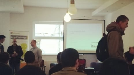 Petru Jucovschi le vorbește celor 250 developeri din cele 5 orașe implicate în #appchallenge #2013