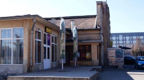 7. Magazin si bar in piata 1 Mai din Cluj (2)