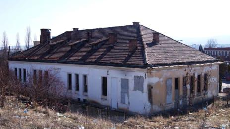 5. Casa veche si parasita, robabil firme