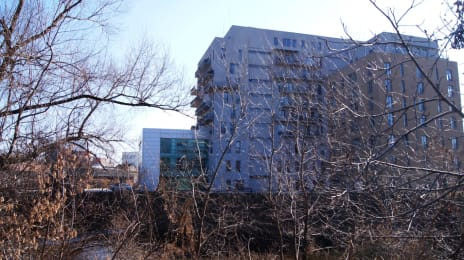 2. Cladire imensa in mijlocul unui peisaj industrial, langa Clujana