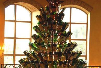Brad de Crăciun din sticle de băutură