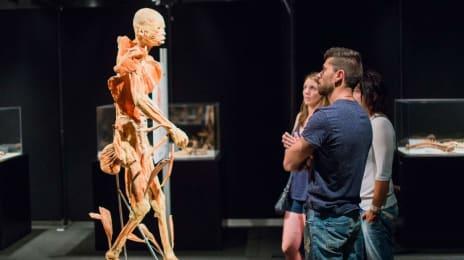 Vizitatori la expoziția științifică Our Body (2)
