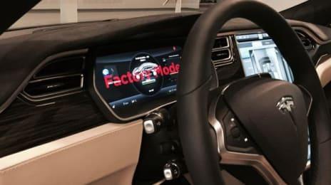 Tesla Model S are un mod de operare pentru fabrică, foarte interesant