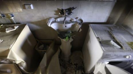 Mai multe familii trăiesc în aceeași clădire, iar armata israeliană le-a spart chiuvetele tuturor