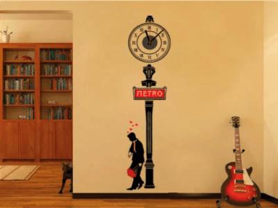 Hombre Enamorado, Reloj Pared Quartz, Vinilo Alta Calidad, Decorativo y Funcional, Hogar, Oficina, e
