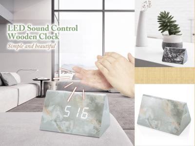 Reloj de madera con control de sonido LED. Activado por voz. Temperatura, alarma y fecha. Sencillo y hermoso. 3 grupos de alarma. Modo de control de sonido. Pantalla de 3 LED