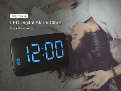 Reloj despertador digital LED Control voz. Ideal para el hogar o la oficina. Tamaño pequeño, pero con dígitos LED grandes, una gran ayuda para tu vida. Formas dobles de carga, USB o Batería