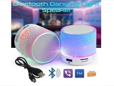 Altavoces Inalámbricos Portátiles Bluetooth, Circuito A9 LED con puerto Micrófono, USB, FM Radio, Tarjeta Memoria, Karaoke, Compatible Android y IOS, Control por Voz
