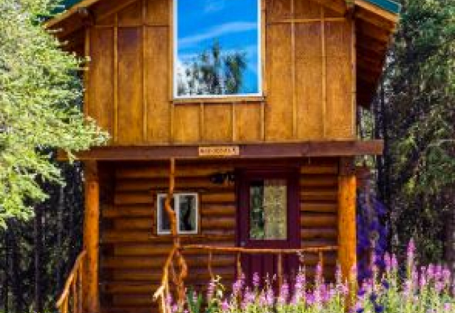 Razorback Private Cabin with Kitchenette with Shared Bathroom
