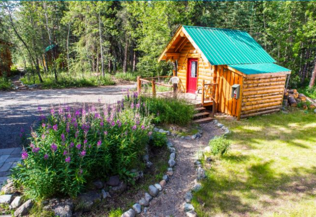 Sanctuary Cabin with Shared Bathroom