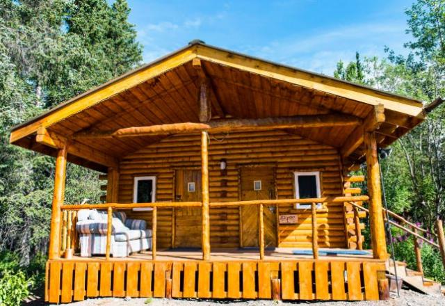Iceworm Cabin Room with Shared Bathroom