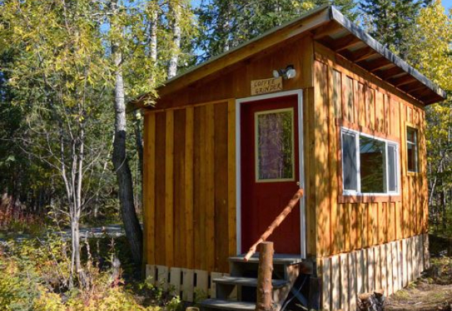 Coffee Grinder Cabin with Shared Bathroom