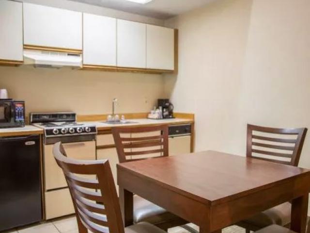 1 Queen Bed Suite with Kitchen