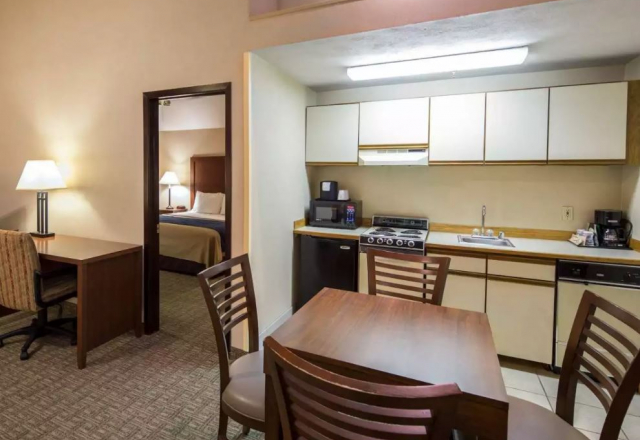 1 King Bed, 1 Bedroom Suite with Kitchen