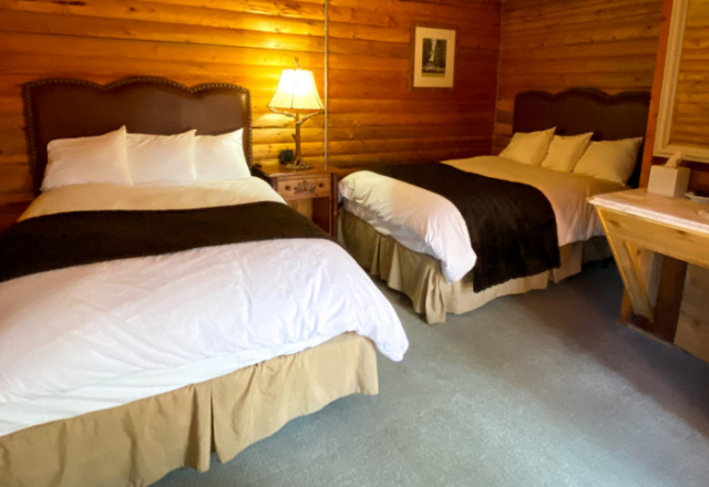 Wolf Cabins Two Mixed Beds