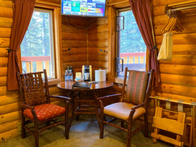 Dall Suite Cabins King Bed with Sofa Pull-Out