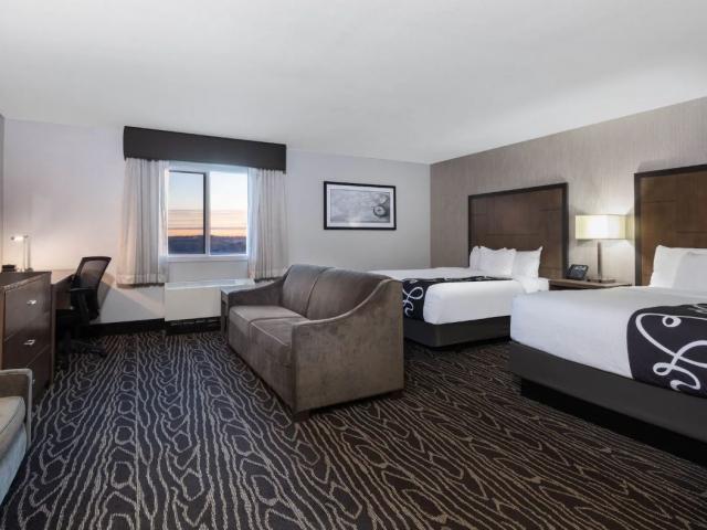 1 King or 2 Queens Deluxe Rooms