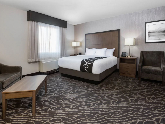 1 King Bed Deluxe Executive Suite