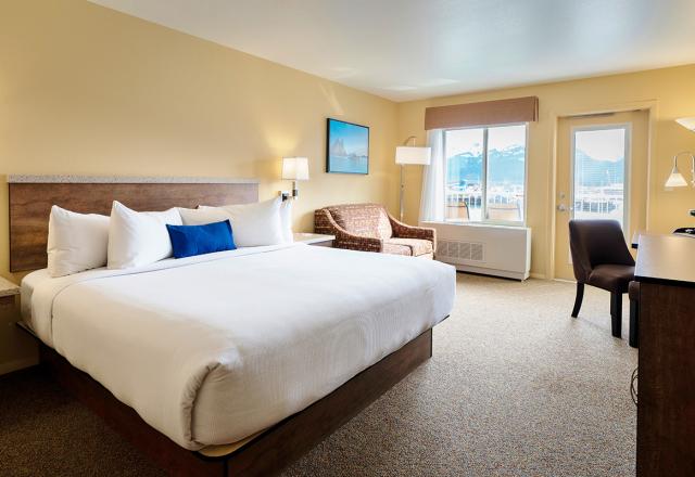 Deluxe King Harbor Balcony Rooms