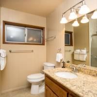 River Lodge - Bathroom 2
