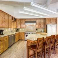 River Lodge - Kitchen