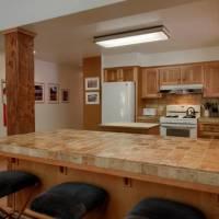 Mariposa Heights - Kitchen and Bar