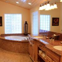 Grizzly Giant - Master Bathroom