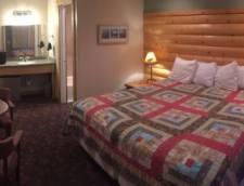 Motel Room 1 Queen (Room 117, Room 118)
