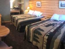 Motel Room 2 Queen (Room 112, Room 114)