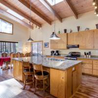 Yosemite Falls - Kitchen and Breakfast Bar