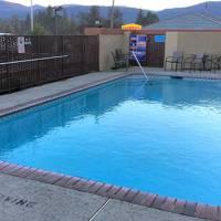 Yosemite Sierra Inn Pool