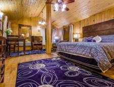 King Cabin Suite