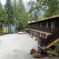 Motel Lake McDonald Room