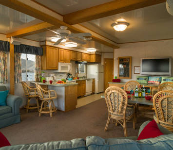 60' Silver Houseboat living area