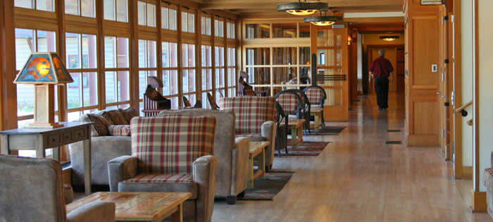Frontier Pet Policy >> Old Faithful Snow Lodge   Yellowstone National Park