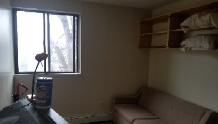 Private Room To Rent In Share House Huron Street Niagara Falls Ontario L2e 7c8 I Am Currently Renting A 2 Bedroom Apartment On Huron Street Downtown Niagara Falls Laundry In