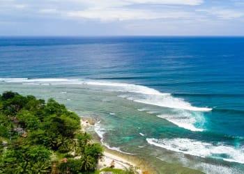 Pantai Tanjung Setia, salah satu dari 10 Destinasi Wisata di Lampung yang Eksotis untuk Instagram.