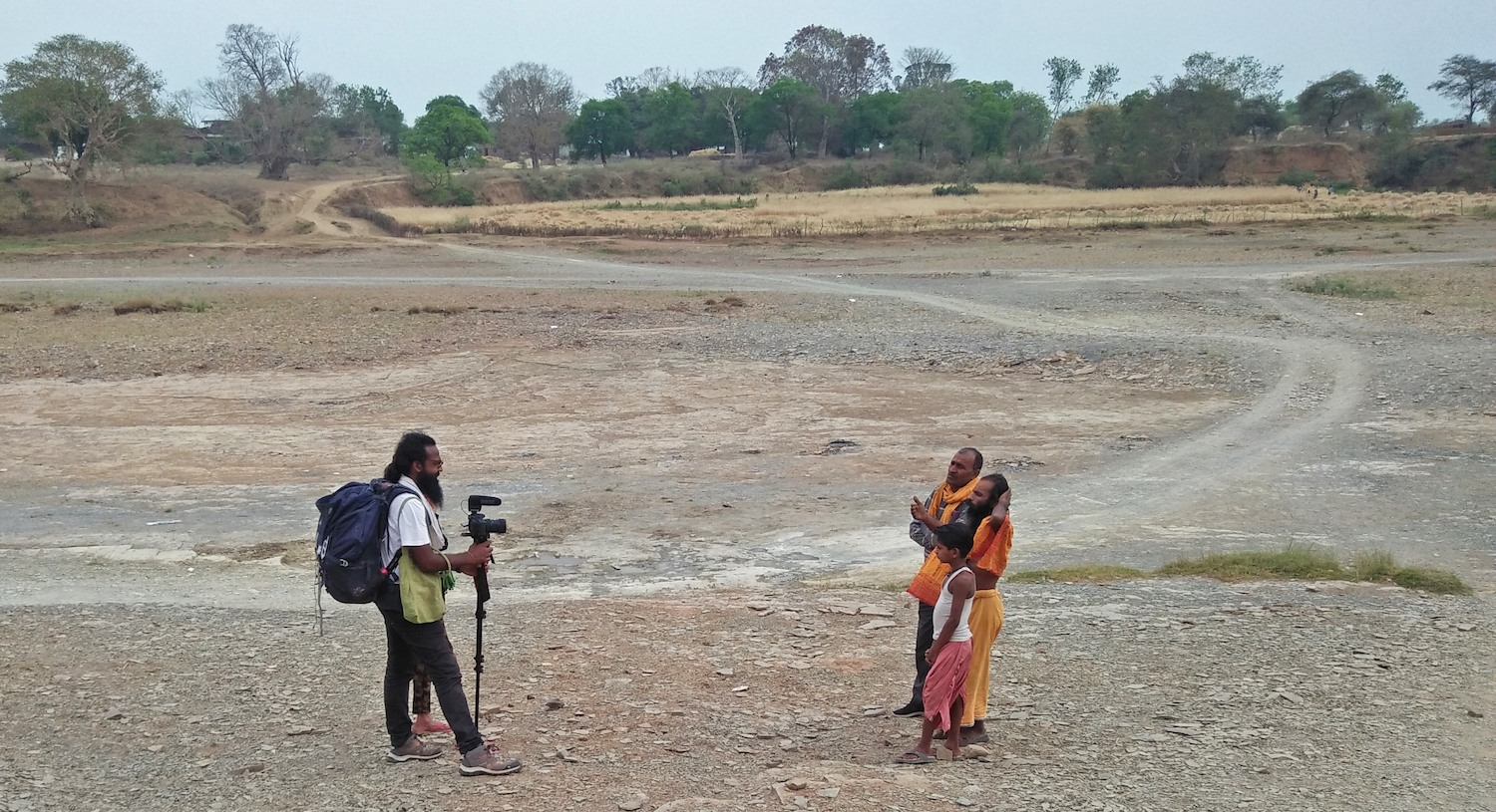 Interviews are a large part of Siddharth's journey. Here he speaks with village folk on the dry bed of the River Ken, where the water situation was dismal. 