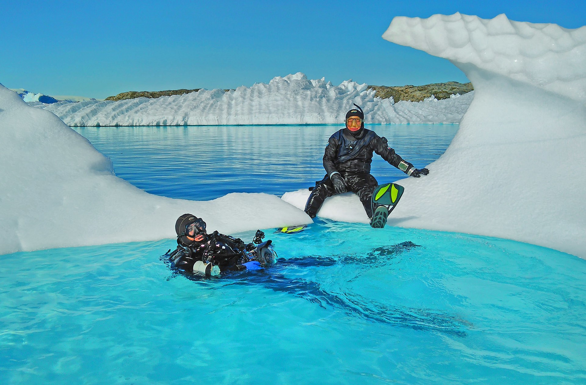 To dive into the frigid waters of the Arctic, divers need to wear heavy thermals, wetsuits, gloves, and headgear. Even with these additions, swimming in these waters is tricky due to the combination of sea ice and freshwater ice, which have different densities, and impact buoyancy in their vicinity. Plus, with the ice almost always moving, navigation is harder.