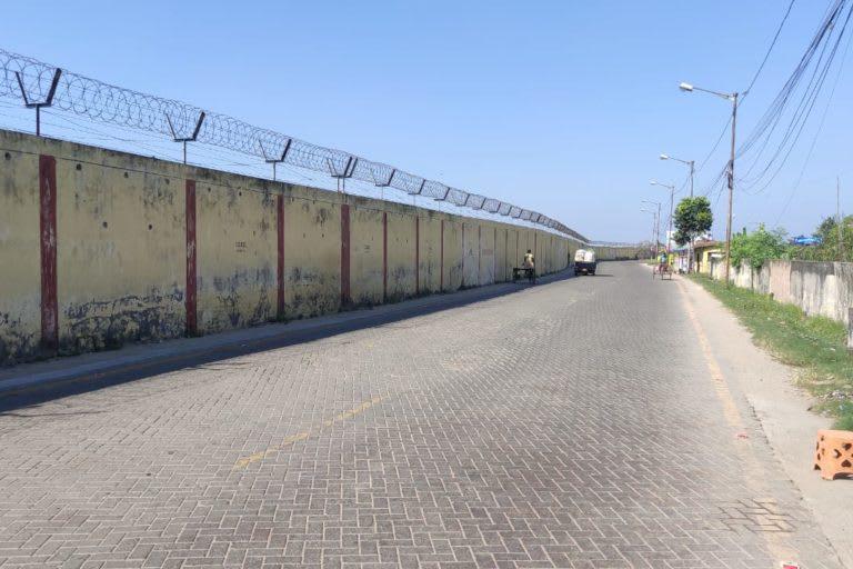 Periphery wall of the NSCBI airport in Kolkata. Photo: Gurvinder Singh