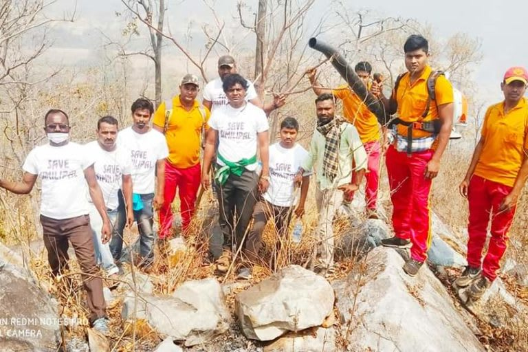 Volunteers, community members and firefighters doused one of the wildfires at Kaliani village. Photo: Manoj Dehury